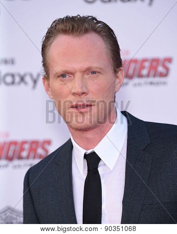 LOS ANGELES - APR 14:  Paul Bettany arrives to the Marvel's