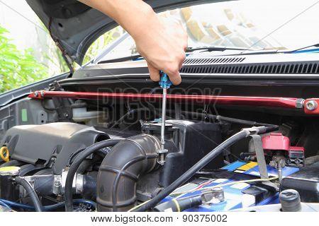 screwdriver open car air filter box