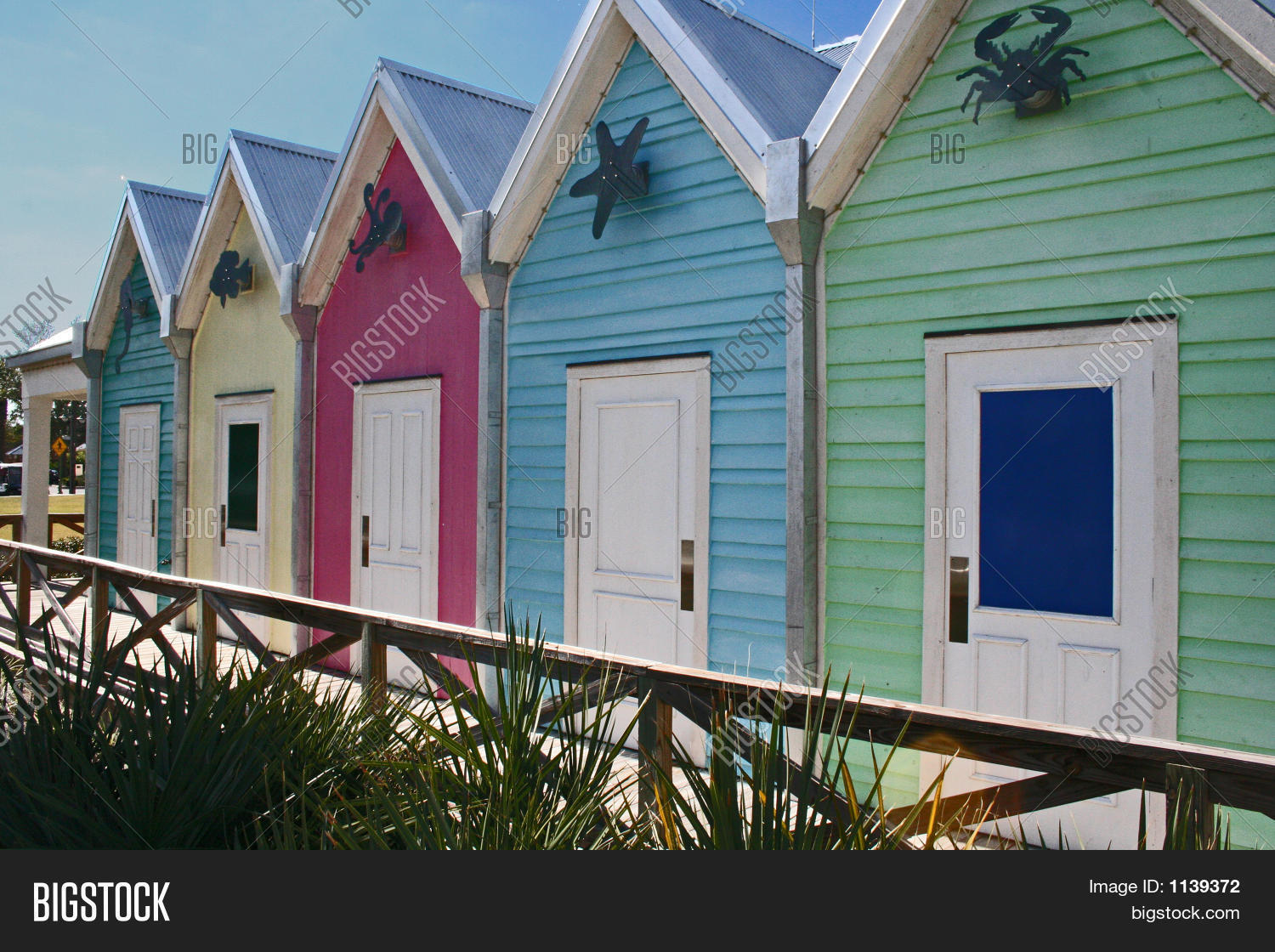 Pictures of houses on the beach - Brightly Colored Beach Houses All In A Row