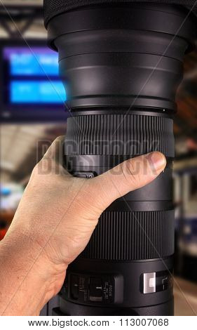 Holding big zoom lens in hand