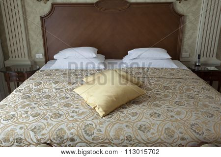 pillows on king size bed