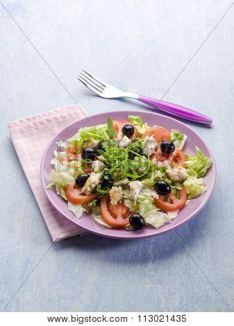 salad with fresh tuna lettuce tomato arugula and olives
