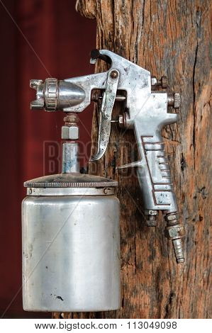 Spray paint gun