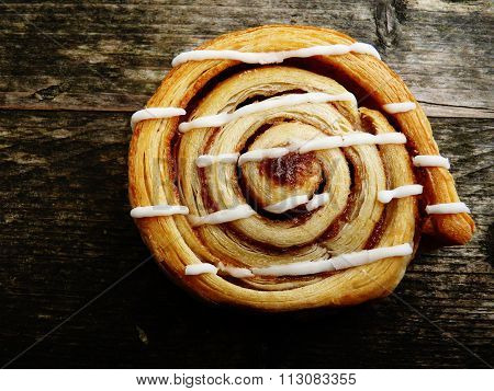 cinnamon roll on a rustic wooden background