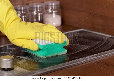 Cleaning glass-ceramic cooktop using cleaning sponge