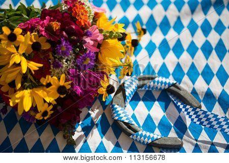 horse shoe with automn bouquet