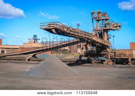 Loading Iron Ore Conveyor Machine In Steel Industry
