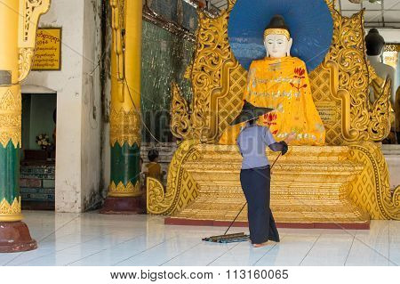 Cleaning Shwedagon Pagoda