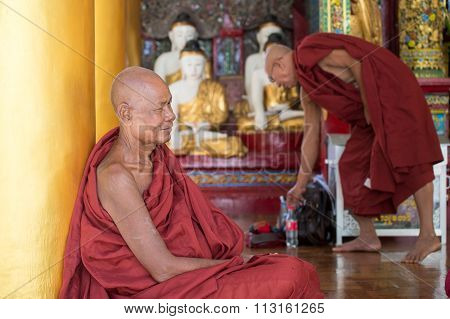 Buddhist monks at Shwedagon