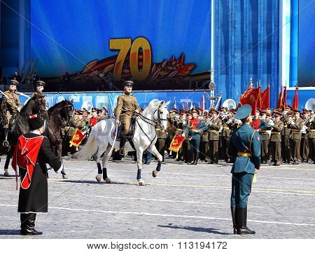 MOSCOW - MAI 7:  Troops in military uniform of World War II in solemn march on Red Square -  on Mai 7, 2015 in Moscow