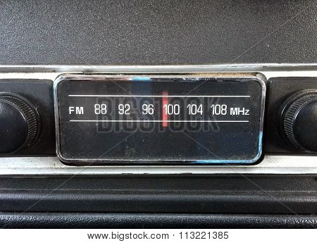 close up of oldschool car radio