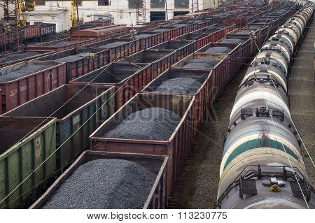 MURMANSK, Russian federation - juli 27 2010, Cars with coal and oil of station, Murmansk