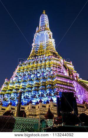 Wat Arun night scenes on white and yellow light