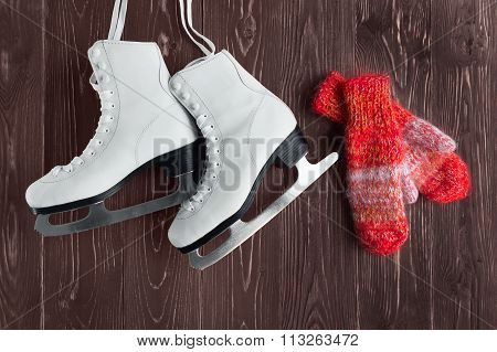 Skates for figure skating and mittens