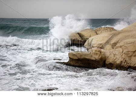 high waves and splashes