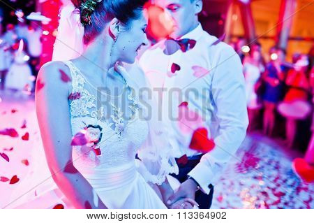 Wedding Dance In Restaurant With Varioius Lights And Smoke