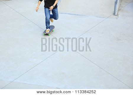 young woman skateboarder  kateboarding at skate park