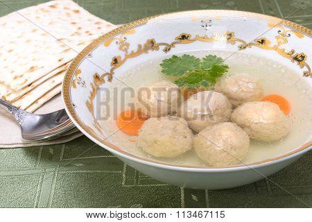 Chicken Soup With Kneidlach (matzah Bolls)