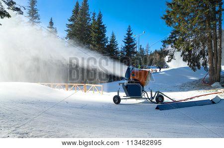 Snow Cannon