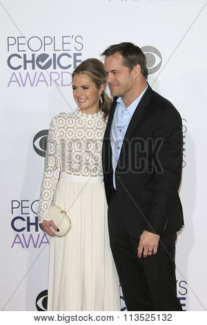 LOS ANGELES - JAN 6:  Maggie Lawson, Kyle Bornheimer at the Peoples Choice Awards 2016 - Arrivals at the Microsoft Theatre L.A. Live on January 6, 2016 in Los Angeles, CA