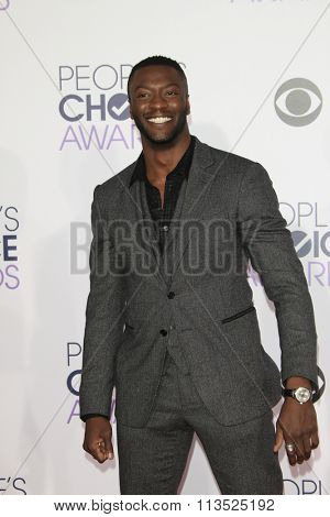 LOS ANGELES - JAN 6:  Aldis Hodge at the Peoples Choice Awards 2016 - Arrivals at the Microsoft Theatre L.A. Live on January 6, 2016 in Los Angeles, CA
