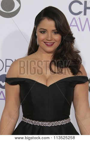 LOS ANGELES - JAN 6:  Kether Donohue at the Peoples Choice Awards 2016 - Arrivals at the Microsoft Theatre L.A. Live on January 6, 2016 in Los Angeles, CA