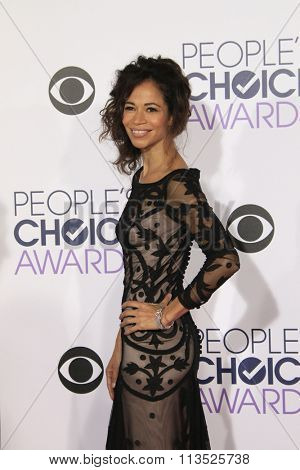 LOS ANGELES - JAN 6:  Sherri Saum at the Peoples Choice Awards 2016 - Arrivals at the Microsoft Theatre L.A. Live on January 6, 2016 in Los Angeles, CA