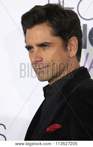 LOS ANGELES - JAN 6:  John Stamos at the Peoples Choice Awards 2016 - Arrivals at the Microsoft Theatre L.A. Live on January 6, 2016 in Los Angeles, CA