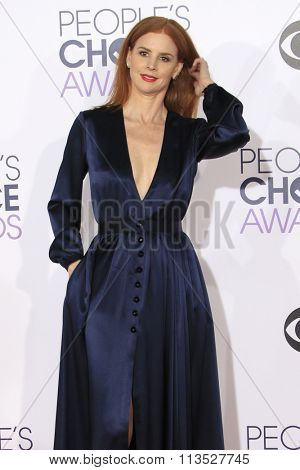 LOS ANGELES - JAN 6:  Sarah Rafferty at the Peoples Choice Awards 2016 - Arrivals at the Microsoft Theatre L.A. Live on January 6, 2016 in Los Angeles, CA