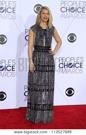 LOS ANGELES - JAN 6:  Claire Danes at the Peoples Choice Awards 2016 - Arrivals at the Microsoft Theatre L.A. Live on January 6, 2016 in Los Angeles, CA
