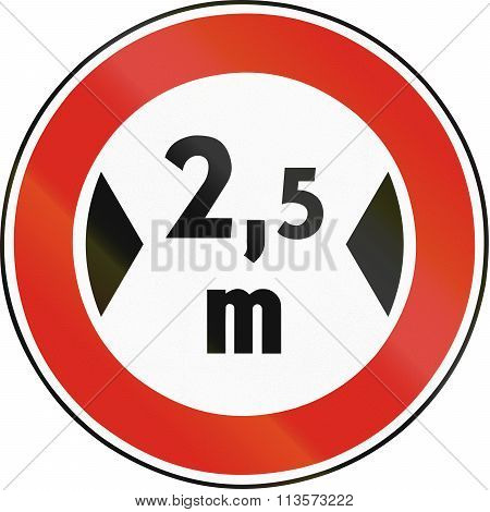 Road Sign Used In Slovakia - Width Limit