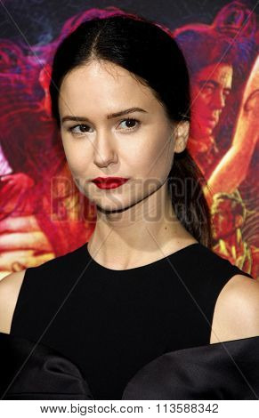Katherine Waterston at the Los Angeles premiere of