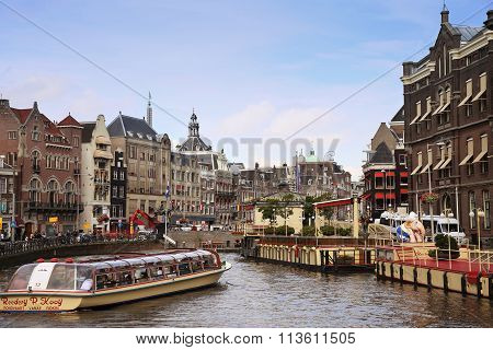 Amsterdam, The Netherlands - August 19, 2015: View On Rokin From Bridge Doelensluis. Street Life, Ca