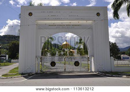 Arch gate of Seri Menanti Royal Tomb beside the Tuanku Munawir Royal Mosque