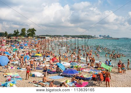 Neptun Jupiter, Romania - Jully 27, 2015 Unidentified People Enjoying The Waves Next To A Crowded Be
