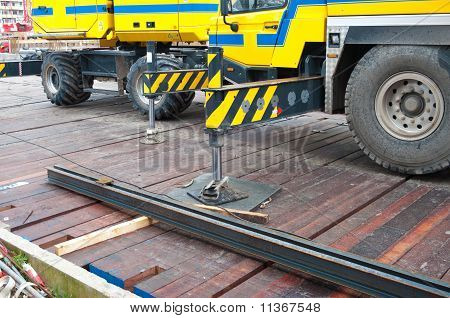 Stabilized Crane