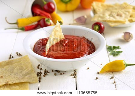 Roasted sweet pepper sauce with pita bread