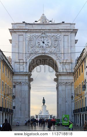 Rua Augusta Arch Backside in Lisbon in rainy conditions