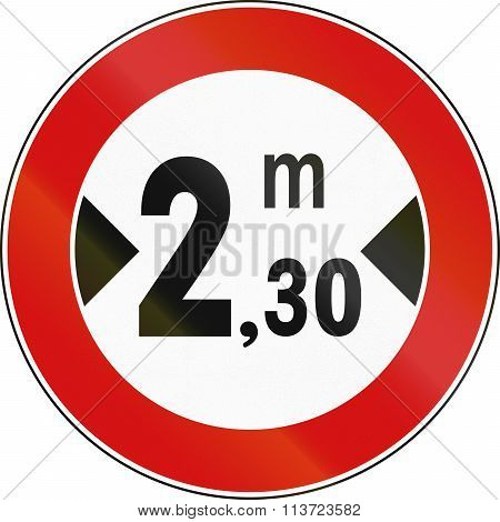 Road Sign Used In Italy - Maximum Allowed Width