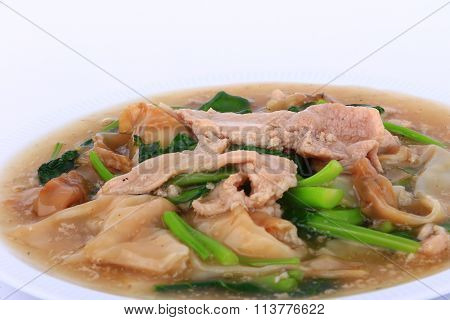 The Best Thai Dishes, Wide Rice Noodles Pork in Thick Gravy, Thai Noodles  Topped with Pork: Chines