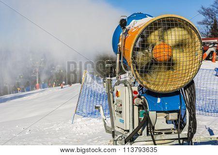 Snowmaking (snow Gun, Snow Cannon).