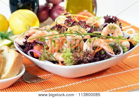 Italian salad with shrimps