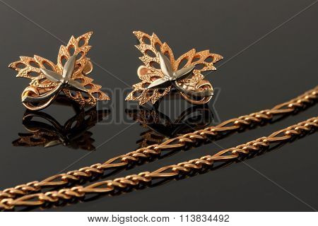 Gold Necklace And Earrings In The Form Of Maple Leaves Embellished With Platinum