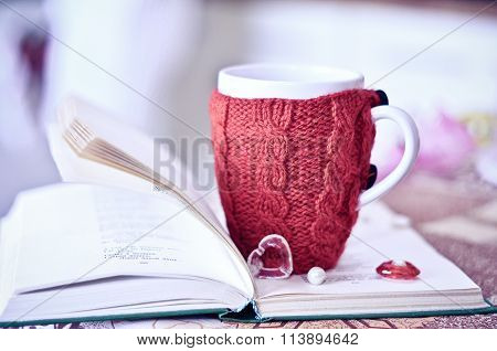 Knitted cup
