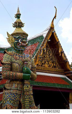 Thailand Asia   In  Bangkok Rain Sword