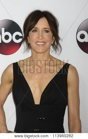 LOS ANGELES - JAN 9:  Felicity Huffman at the Disney ABC TV 2016 TCA Party at the The Langham Huntington Hotel on January 9, 2016 in Pasadena, CA