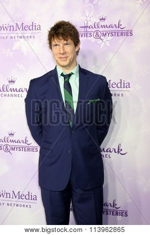 LOS ANGELES - JAN 8:  Eric Mabius at the Hallmark Winter 2016 TCA Party at the Tournament House on January 8, 2016 in Pasadena, CA