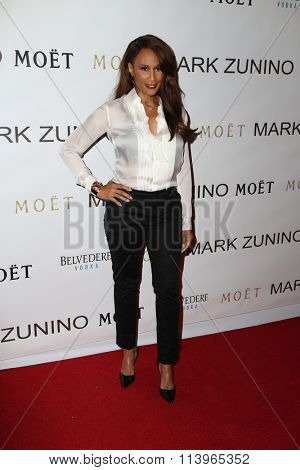 LOS ANGELES - JAN 7:  Beverly Johnson at the Mark Zunino Atelier Opening at the Mark Zunino Atelier Boutique on January 7, 2016 in Beverly Hills, CA