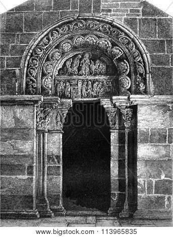 Side door (south) of the church Sainte-Madeleine in Vezelay, vintage engraved illustration. Magasin Pittoresque 1869.