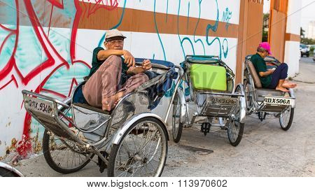 HO CHI MINH, VIETNAM - JAN 11, 2015: Lokal rickshaw waiting of cliens . Is located in the South of Vietnam, is the country's largest city, population 8 million.